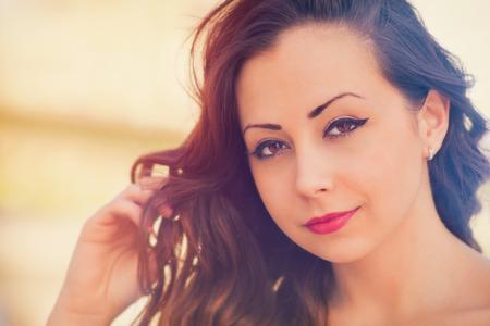 ojos marrones: Cierre de fotos de una hermosa joven