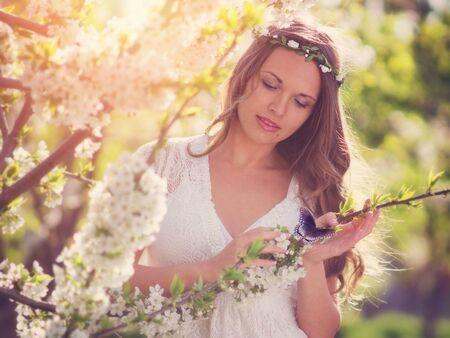 donna farfalla: Bellezza e la farfalla