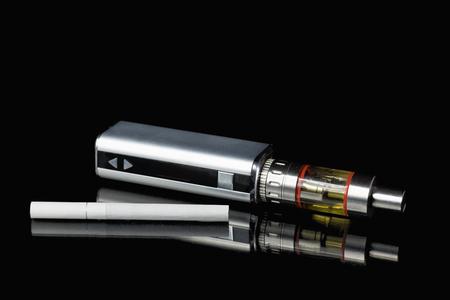 Classic Adjustable versus cigarette electronic cigarette, Non Carcinogenic alternative for smoking Archivio Fotografico