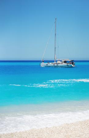 Zeilschip luxe jacht in de zee.