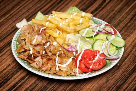 Gyros, 비슷한 터키어 doner 케밥으로 감싸 인 그리스 샌드위치 스톡 콘텐츠