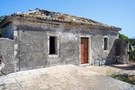 오래 된 망 쳐 전통적인 그리스 집 스톡 콘텐츠