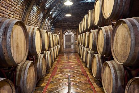 Old, big wine cellar Archivio Fotografico - 99280714