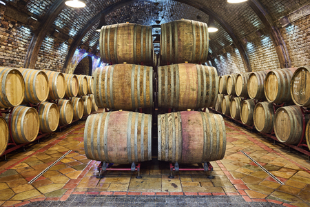 Old, big wine cellar 스톡 콘텐츠