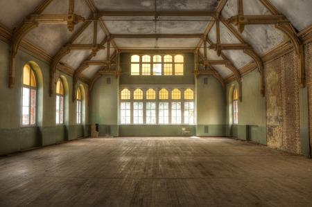 放棄されたイベント ホール 写真素材