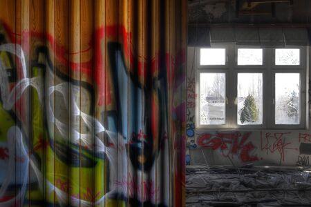 Old divisorio in una stanza abbandonata
