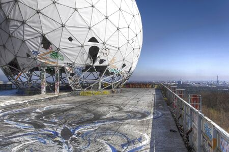 bugging: Views of Berlin from the abandoned monitoring station on the Teufelsberg Editorial