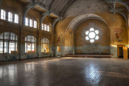 ベーリッツの放棄されたスポーツ ホール