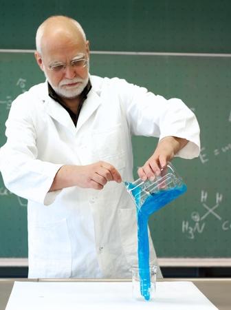 ぬるぬるした質量を持つ実験の男