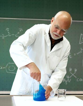人間が化学物質を攪拌 写真素材