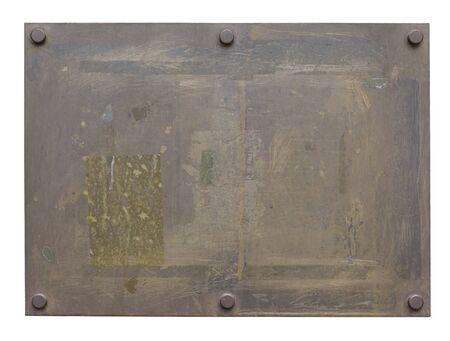 Leere, alte Metallplakette auf weißem Hintergrund