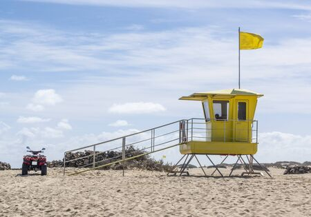 Lifeguard tower close to Corralejo, Fuerteventura, Canary Islands 版權商用圖片 - 140037412