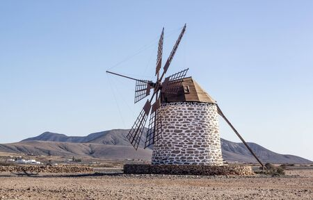 Traditional windmill on Fuerteventura Island, Canary Islands 版權商用圖片 - 140648956