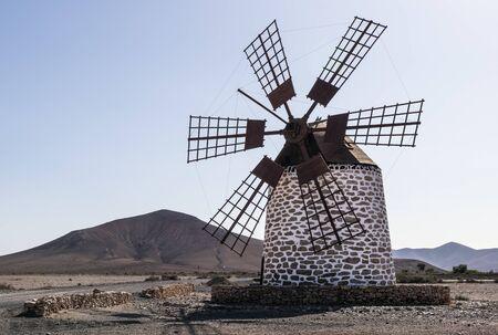 Traditional windmill on Fuerteventura Island, Canary Islands 版權商用圖片 - 140562861