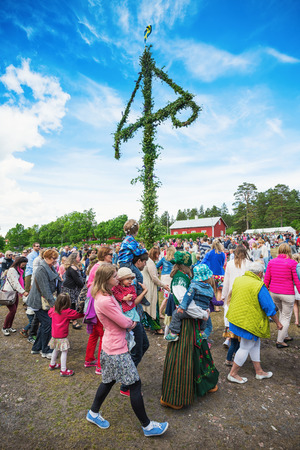 SINGO, NORRTALJE - JUNE 20: Traditional swedish midsummers day with people dancing around the midsummer pole or maypole. June 20, 2014 in Singo, Sweden. Stock Photo - 29362876