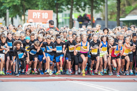 lilla: STOCKHOLM - AUG, 16: Closeup of the chaotic start when the young kids runs in the Midnight Run for children (Lilla Midnattsloppet) event. Aug 16, 2014 in Stockholm, Sweden Editorial