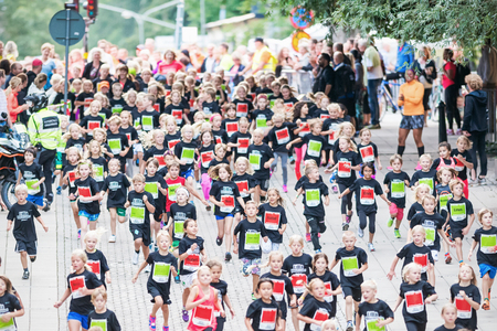 lilla: STOCKHOLM - AUG, 16: Happy children from above after the first curve of the youngest precipitants in the Midnight Run for children (Lilla Midnattsloppet) event cheered on. Aug 16, 2014 in Stockholm, Sweden