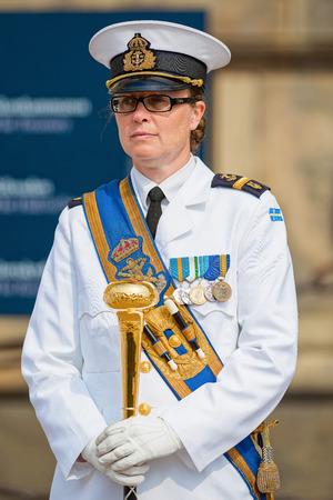 batallon: ESTOCOLMO - JUNIO 6: Oficial del batall�n Real Sueca de M�sica durante una actuaci�n p�blica en el castillo real en Estocolmo. Estocolmo, Junio ??6 de 2014