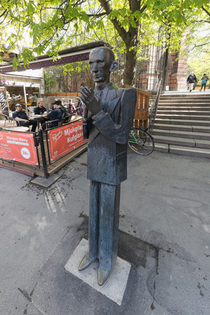 katarina: STOCKHOLM - MAY 11, 2015: Statue of the writer and poet Nils Ferlin at Nils Ferlin square in Stockholm with a cafe in background. May 11, 2015, Stockholm, Sweden. The Statue is made by Karl Gote Bejemark