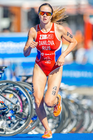 rus: STOCKHOLM - AUG 22, 2015: Elena Danilova (RUS) running on blue mat at the Womens ITU World Triathlon series event in Stockholm. Editorial