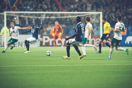 omar: STOCKHOLM, SWEDEN - AUG 24, 2015: Omar Colley passing the ball at the soccer game between the rivals Djurgarden and Hammarby at Tele2 arena. Editorial