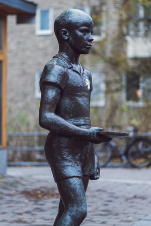 annie: STOCKHOLM, SWEDEN - NOV 15, 2015: Sculpture of a table tennis player outside the arena Eriksdalshallen before the final games. Made by Annie Winberg