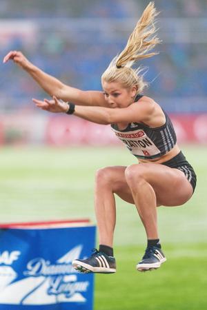 salto largo: Estocolmo, Suecia - 16 de junio, 2016: Brooke Stratton en el salto de longitud en la Diamond League de la IAAF en Estocolmo.