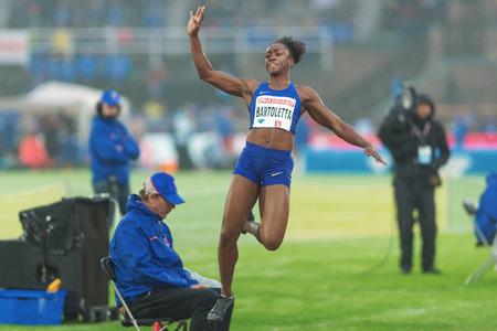 salto de longitud: Estocolmo, Suecia - 16 de junio, 2016: Tianna Madison en el salto de longitud en la Diamond League de la IAAF en Estocolmo.