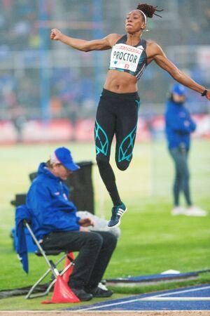 salto de longitud: Estocolmo, Suecia - 16 de junio, 2016: Shara Proctor en el salto de longitud de las mujeres en el Diamond League de la IAAF en Estocolmo. Editorial