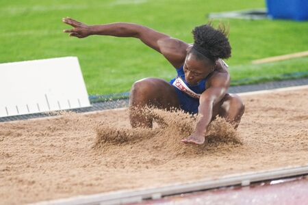 salto de longitud: Estocolmo, Suecia - 16 de junio, 2016: Tianna Madison mujeres en el salto de longitud en la Diamond League de la IAAF en Estocolmo. Editorial