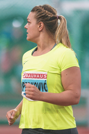 lanzamiento de disco: STOCKHOLM, SWEDEN - JUNE 16, 2016: Sandra Perkovic in the women discus throw at the IAAF Diamond League in Stockholm. Winner