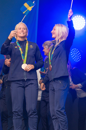 hm: STOCKHOLM, SWEDEN - AUG 21, 2016: Olympic medalists from Rio are celebrated in Kungstradgarden. Wrestling bronze medalists Mattson and Fransson