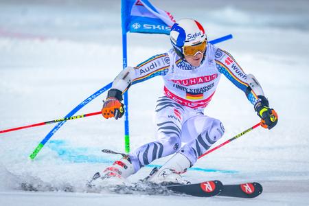 ストックホルム、スウェーデン、2017 年 1 月 31 日: ハンマービィ バッケン、ストックホルムでライナス シュトラッサー (GER) FIS パラレル スラローム