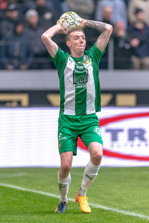 ganado: SOLNA, SWEDEN - APRIL 17, 2017: Throw in by Birkir Mar Saevarsson at the derby match between AIK and Hammarby IF at the national stadium Friends Arena in Solna. Hammarby won with 2-1