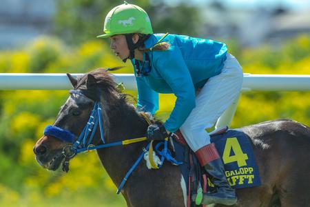 STOCKHOLM, SCHWEDEN - 6. JUNI 2017: Ponyrennen bei Nationaldagsgaloppen bei Gardet.