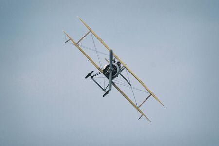 オレブロスウェーデン)-9 月2日、2017: オレブロ空港の航空ショーでヴィンテージ Tummelisa 航空機。ヒストリック airoplanes