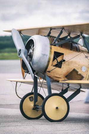 エーレブルー, スウェーデン - 9 月 2、2017: Tummelisa 詳細エレブルー空港での航空ショーで。歴史的な airoplanes 報道画像