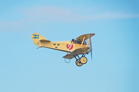 エーレブルー, スウェーデン - 9 月 2、2017: ヴィンテージ Tummelisa 航空機エレブルー空港での航空ショー。歴史的な airoplanes 報道画像