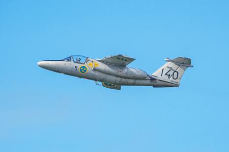 オレブロ、スウェーデン-9 月2日、2017: オレブロ空港の航空ショーで SK 60E サーブ105。ヒストリック airoplanes 報道画像