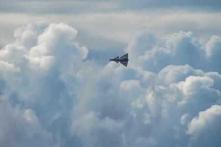 オレブロ、スウェーデン-9 月2、2017: 日米37オレブロ空港の航空ショーで Viggen。ヒストリック airoplanes 報道画像