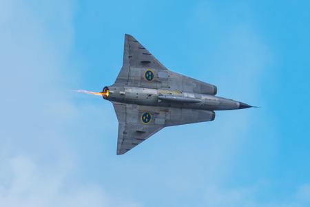 エーレブルー, スウェーデン - 9 月 2、2017: サーブ ドラケン エレブルー空港での航空ショーで。歴史的な airoplanes