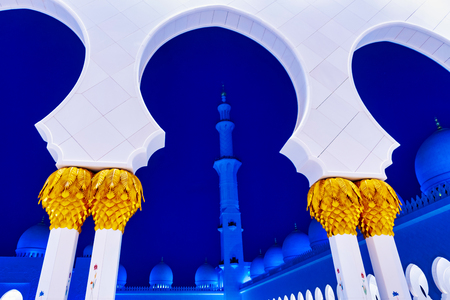 ABU DHABI, UAE - JAN 22, 2019: Sheikh Zayed Mosque or the grand Mosque during evening with white arcs against the blue sky and a minaret. Reklamní fotografie - 120298618