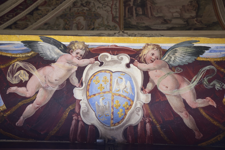Two angels hold a coat of arms. Fresco Redactioneel