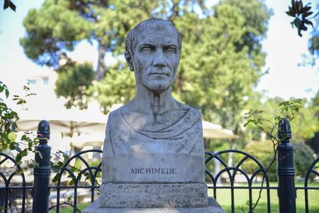 Representación escultórica de Arquímedes, matemático, físico e inventor griego