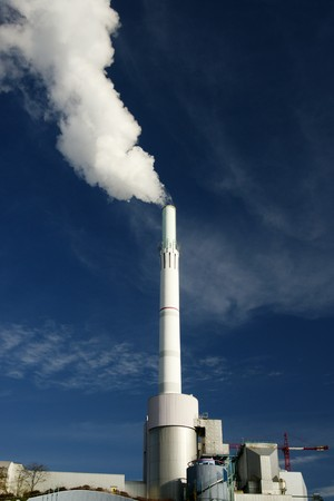 Power Plant emitting fumes in atmosphere Stock Photo - 4123729