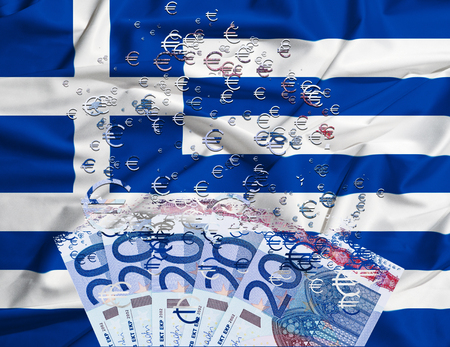 crisis economica: Billete de 20 euros disoluci�n como un concepto de la crisis econ�mica en Grecia