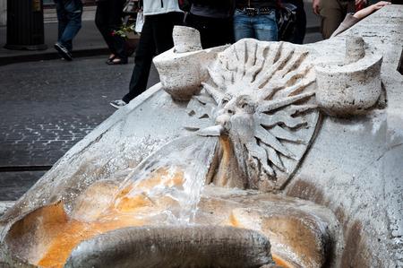 particolare: Particolare della Barcaccia fontana in piazza Spagna a Roma Italia Archivio Fotografico