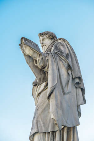 pietro: Particulars of San Pietro Church and the column in the square, Rome Italy, statue