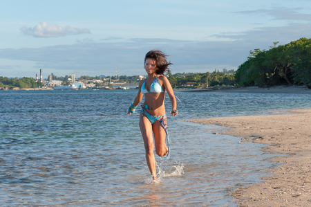 Beautiful and sexy girl running at the beach in dominican republic Standard-Bild