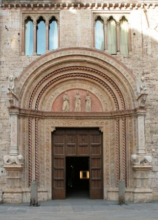 priori: Historic door of  Palazzo dei Priori , Perugia  Italy